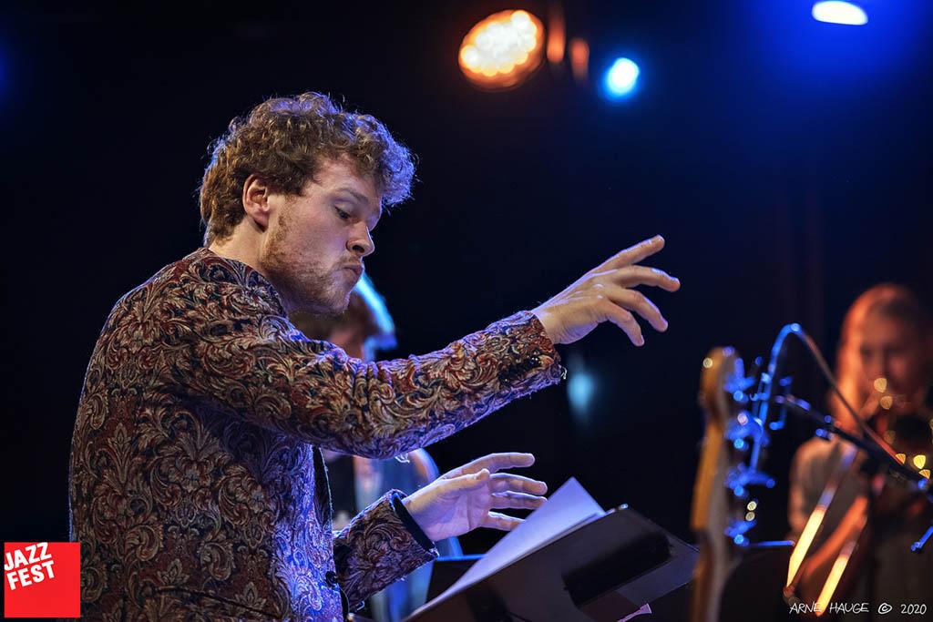 """Bjørn Marius Hegge med NTNU Jazzensemble gjør Hans Rotmo. """"Arbeidslaget hass Bjørn Marius Hegge"""" Foto: Arne Hauge/Jazzfest"""