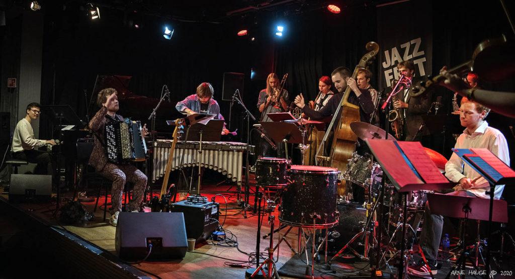 Bjørn Marius Hegge og NTNU jazzensemble tolker Hans Rotmo på åpningsdagen av Jazzfest 2020. Foto: Arne Hauge/Jazzfest