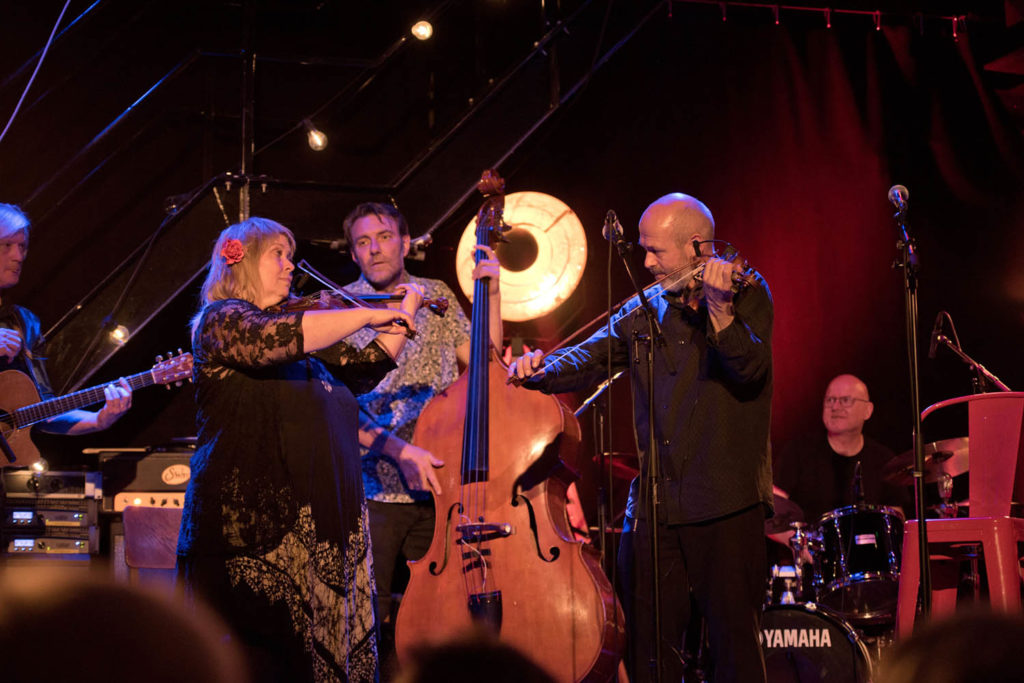 Festivalkro med Nils Økland og venner. Foto: Tommy Neverdal/Sildajazz