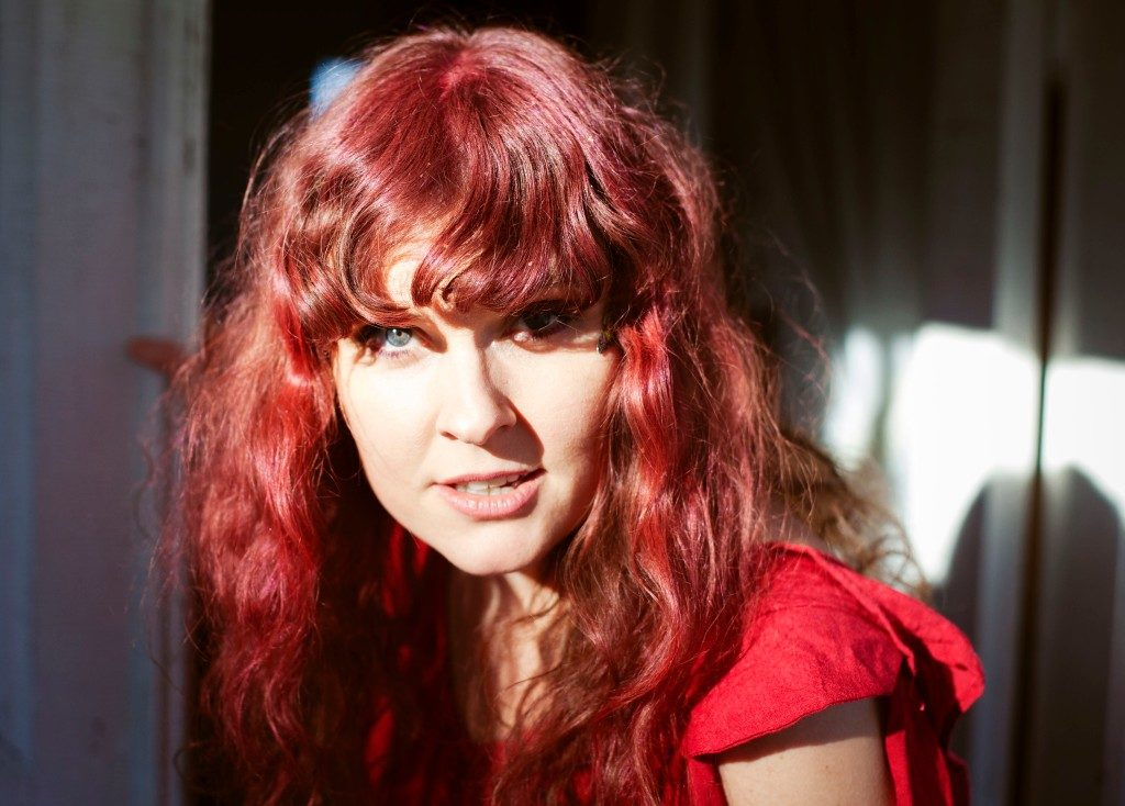 Live Foyn Friis hyller Nora Brockstedt sammen med Oslo Storband under åpningen av Robert Normann-festivalen 11. august. Foto: Linnea Syversen
