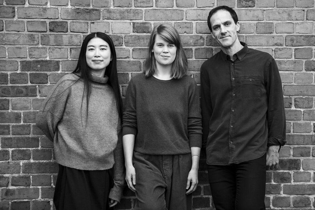 Trioen Aymui Tanaka (piano), Marthe Lea (saksofon) og Thomas Strønen (trommer) åpner konserthøsten på Jazz Evidence 1. september. Foto: Camilla Jensen
