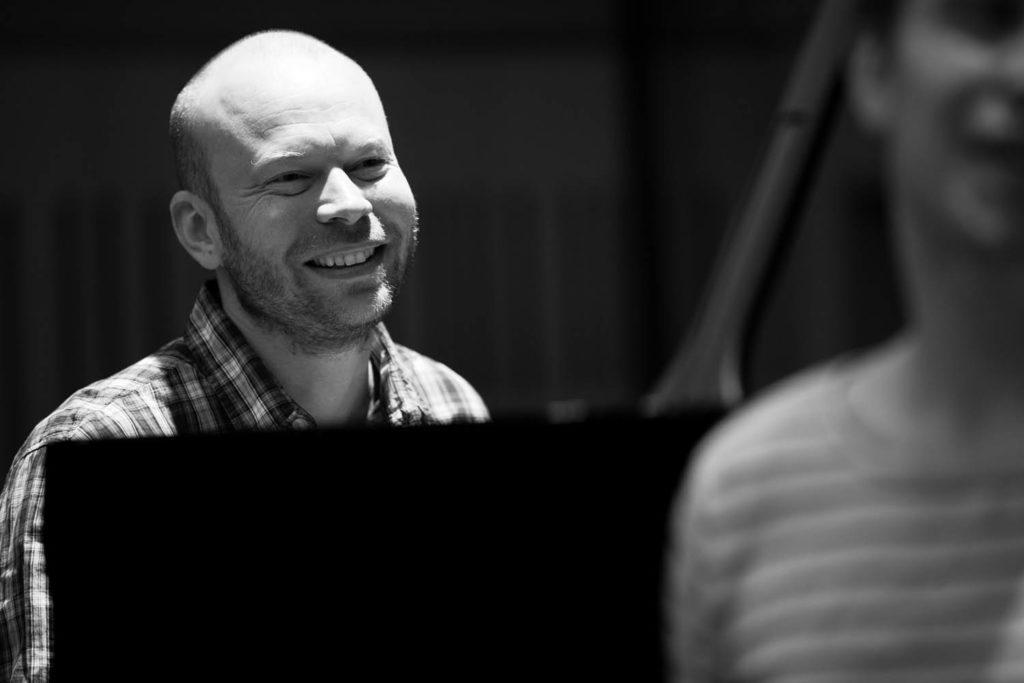 Christian Wallumrød leverte en festforestilling med sitt ensemble under Ultima tirsdag. Pressefoto: Christopher Tribble