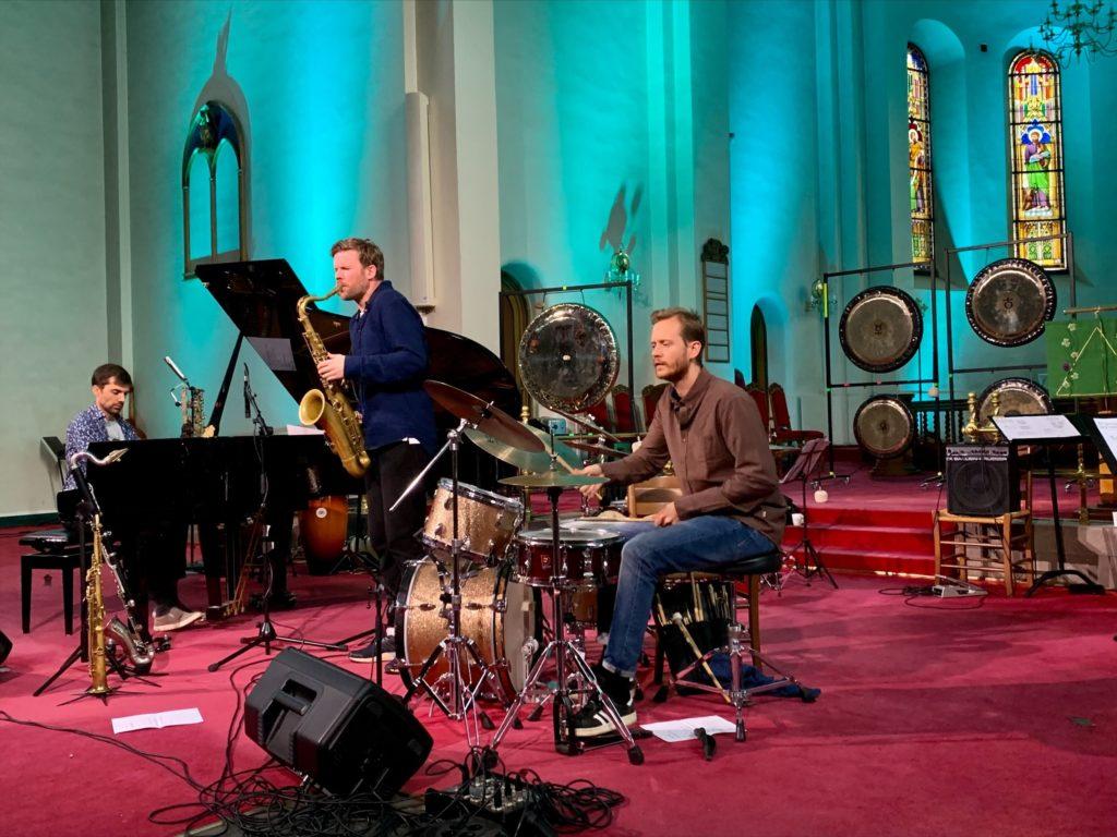 Jonas Cambien, André Roligheten og Andreas Wildhagen i Grønland kirke. Foto: Shaymaa Abdallah