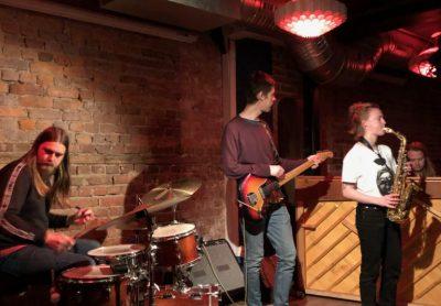 Signe saksofonen! Emmeluth´s Amoeba byr på nytt stoff