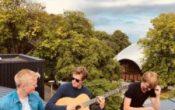 Blå:Trå konsert med Les Coqs med Gustav Faret