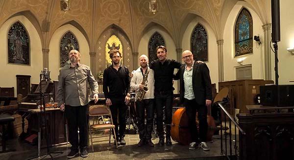 De norske musikerne gjorde stor suksess på Big Ears. Her mottar Nils Økland Band stående applaus i en fullstappet kirke. (foto: Gary Heatherly)